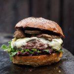 Wildburger mit Cranberry-Preiselbeer-Chutney