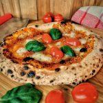 Hausgebackene neapolitanische Pizza