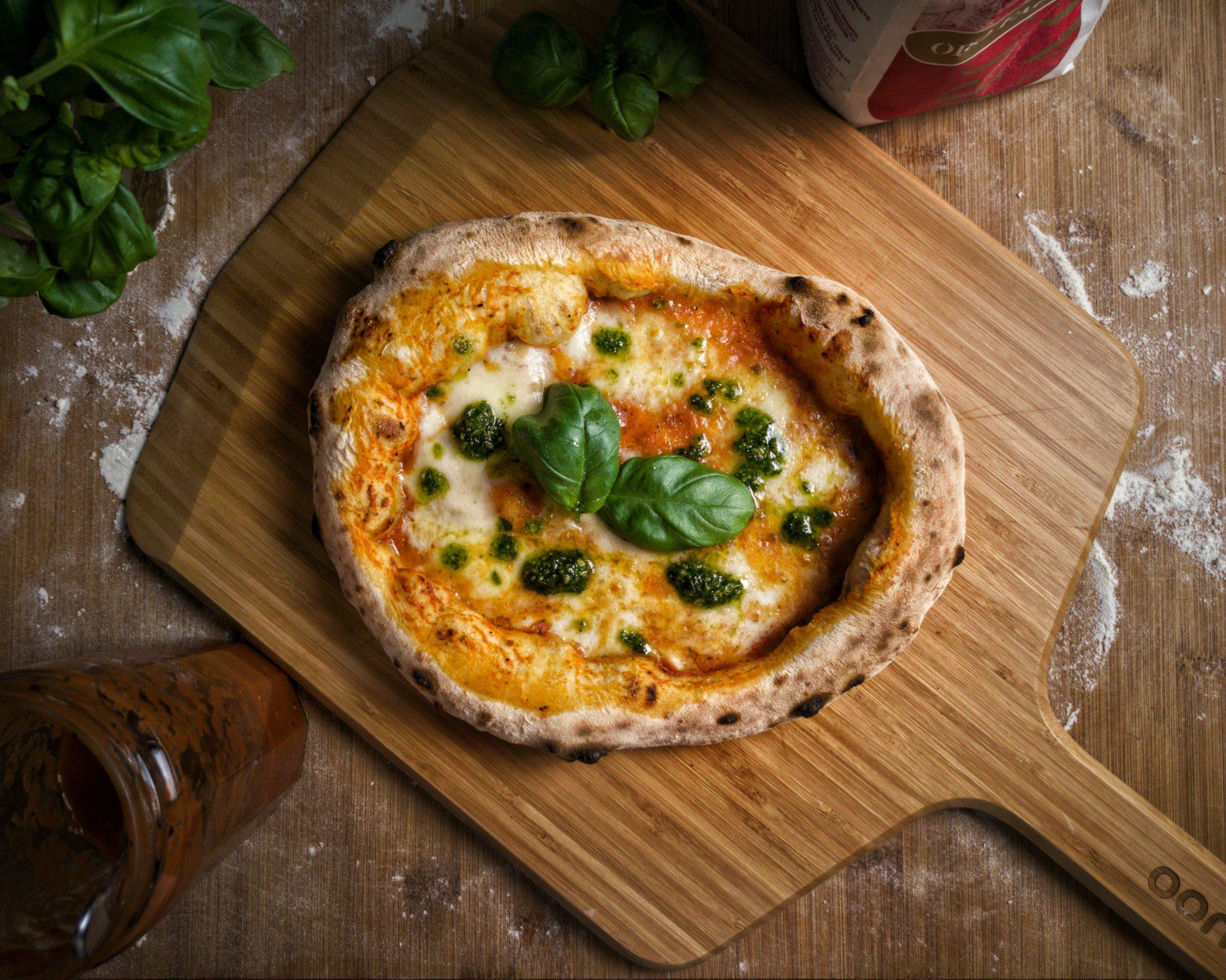 Pizza aus neapolitanischem Pizzateig