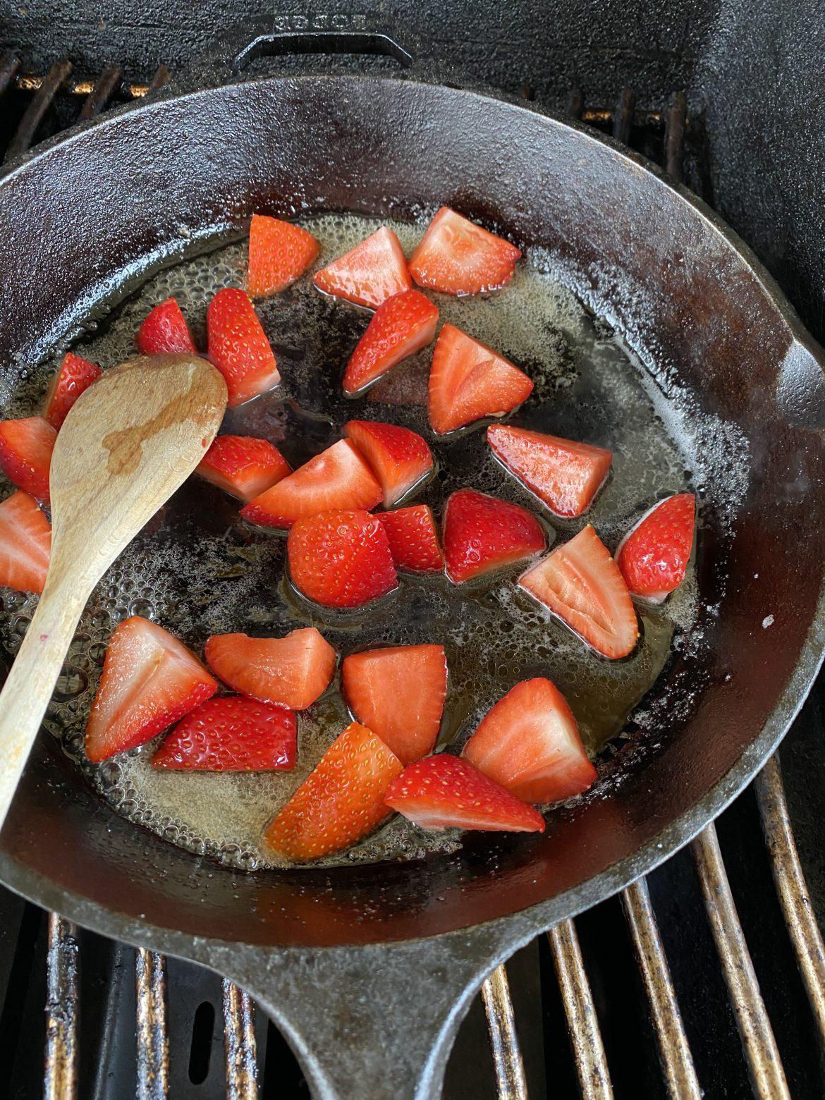 Flambierte Erdbeeren