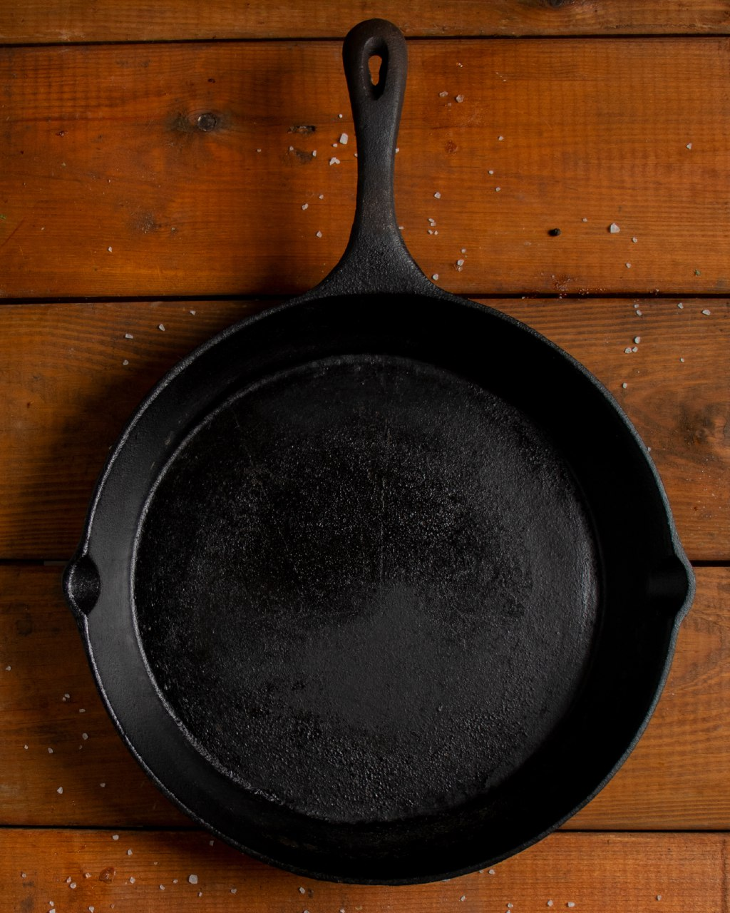 Gusspfannen werden genauso eingebrannt wie Dutch Oven, Eisenplanchas oder -woks