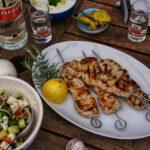 Souvlaki, griechisch grillen, Ouzo 12 Grillabend mit Freunden