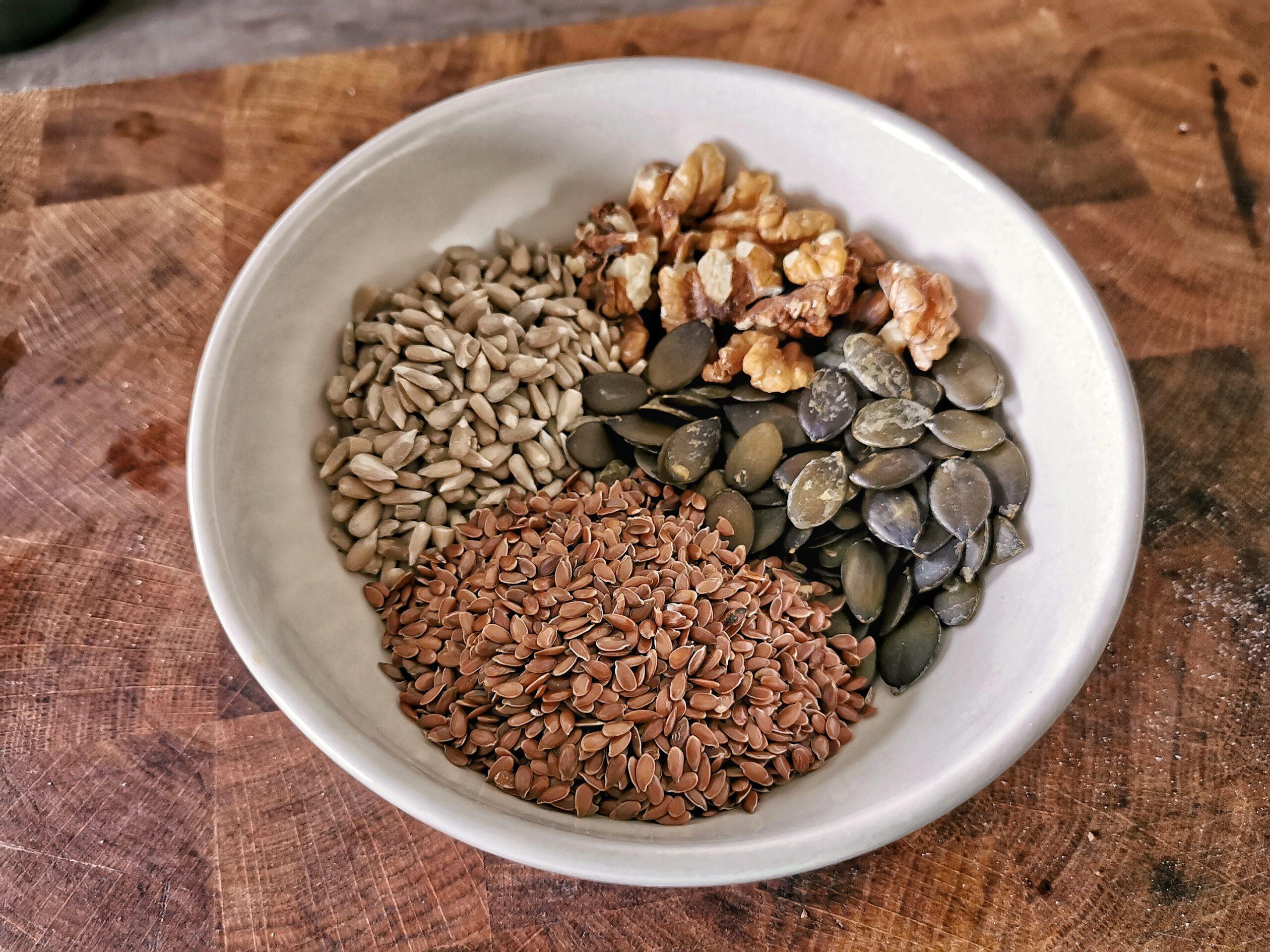 Körner und Saaten bringen als Brühstück Geschmack und Nährstoffe ins Brot